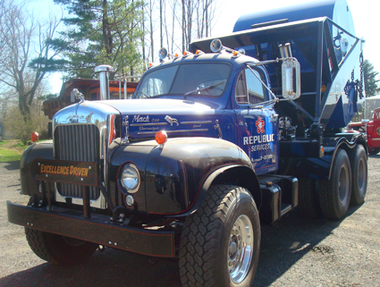 1964 Mack B-53S front view